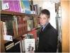 Выбор книг в библиотеке